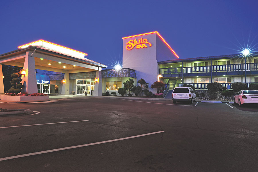 exterior of Shilo Inns Richland at night